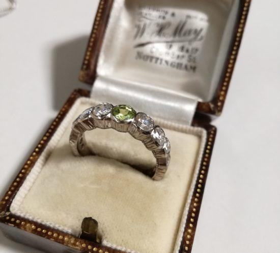 フィレンツェ彫りのダイヤとペリドットリング