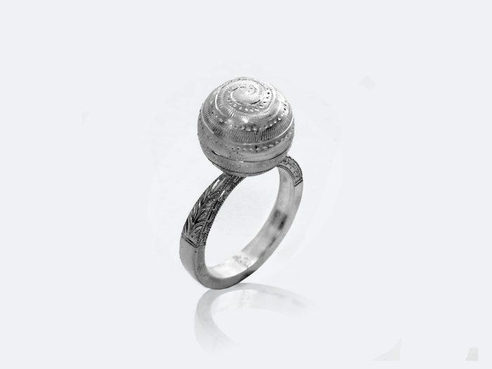 フィレンツェ彫りガムランボールのリング