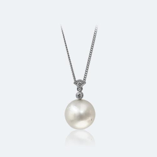 フィレンツェ彫り真珠ネックレス